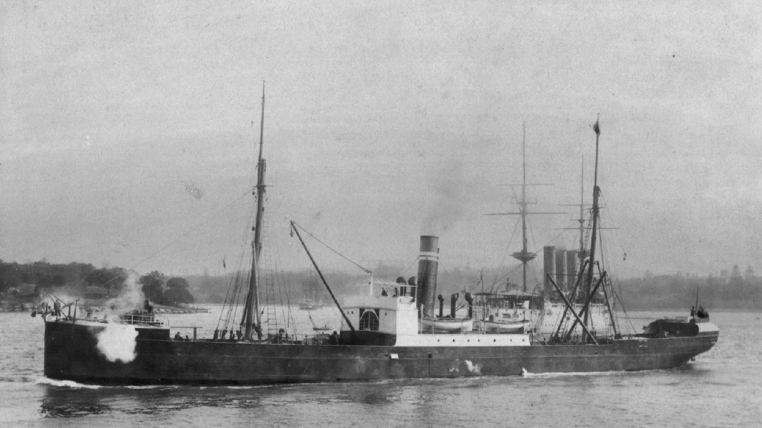 The steamer the Claud Hamilton.