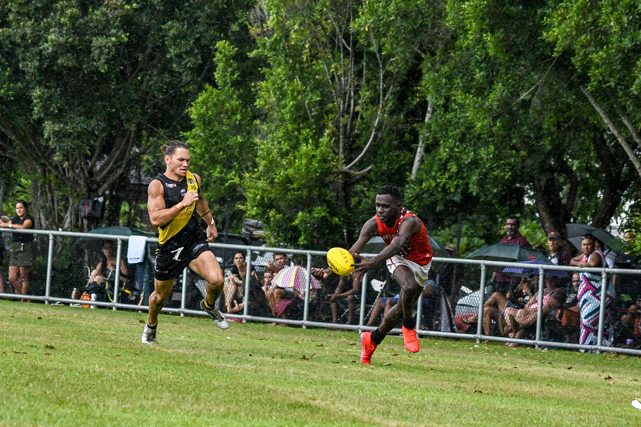 And does so cleanly. Tiwi Bombers v Nightcliff Tigers, NTFL round 15, January 27, 2019.