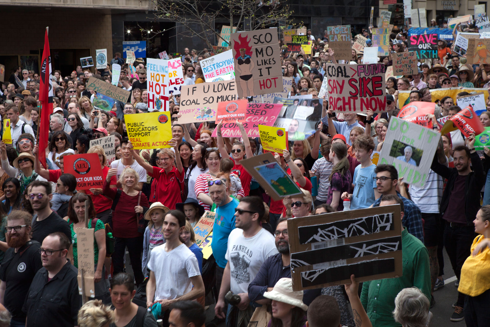 Marching toward Federation Square, an estimated one hundered thousand peaceful protesters rallied at Melbourne's Global Climate Strike. Photo: Fangying Zhou