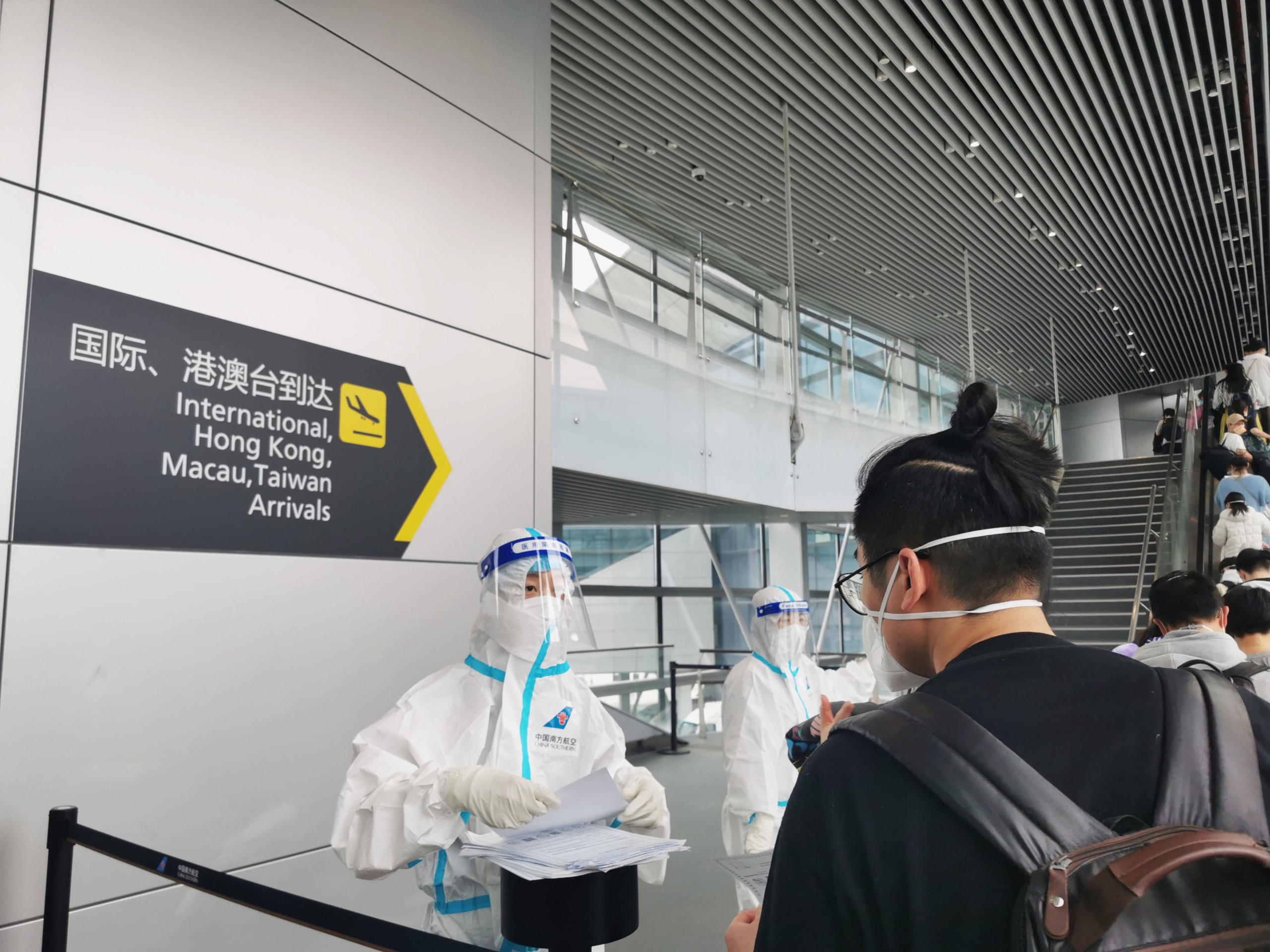 International student Xiyu Zha also made the difficult choice to return home when Melbourne entered its sixth lockdown. At the international arrivals gate at Baiyun Airport in Guangzhou, China, passengers received COVID-19 epidemiological investigation numbers. Image credit: Xiyu Zha